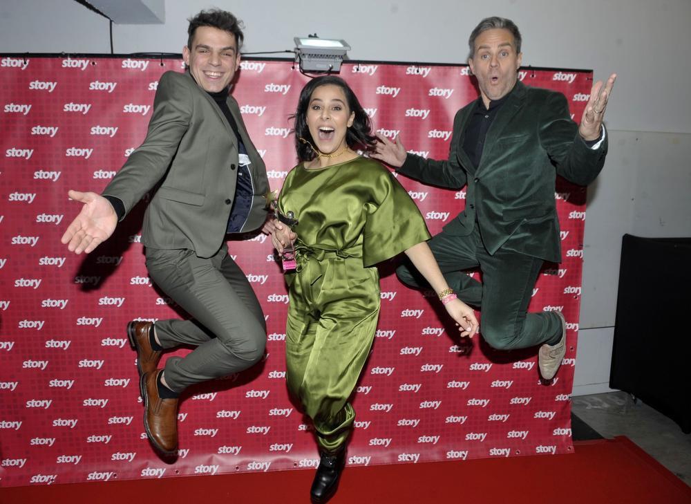 Wanne, Kawatar en Peter Van de Veire springen in de lucht van geluk na het behalen van hun Story Showbizz Awards., FODI