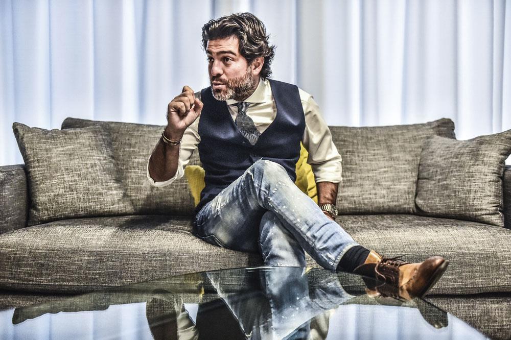 Mehdi Bayat: 'Als ik zo'n strever ben als iedereen beweert, dan zou ik geen carrière van 18 jaar achter de rug hebben bij Charleroi. Charleroi is mijn baby.', koen bauters