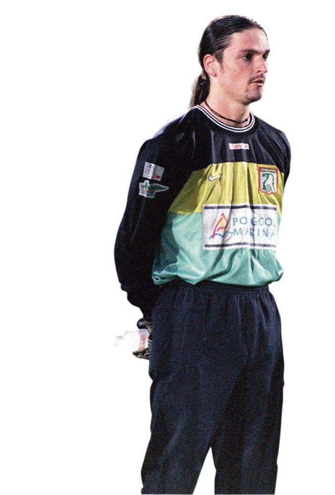 De jonge Lutz Pfannenstiel keek op naar Ratko Svilar., belgaimage