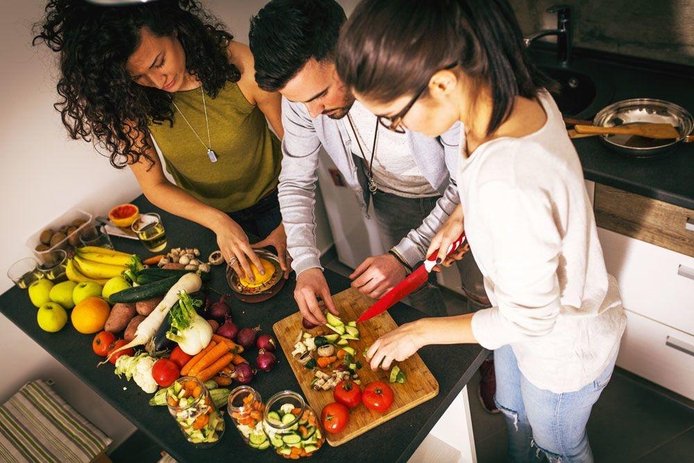 """"""" Les végétariens réduisent de 25 à 30 % leur risque de développer une maladie cardiaque ; pour les végétaliens, ce risque est encore plus faible. """", istock"""