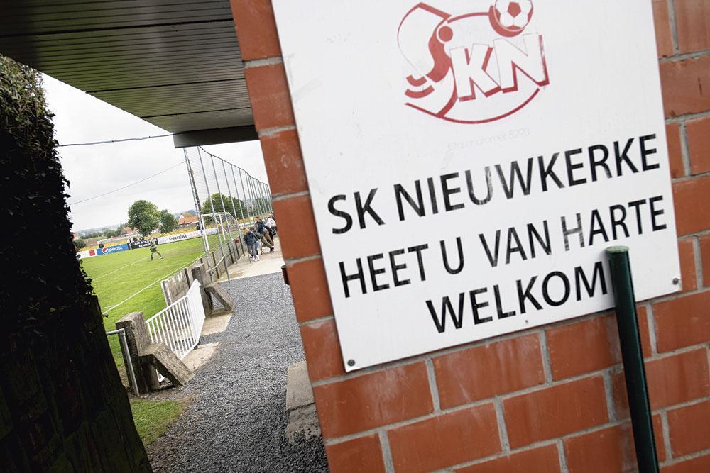 SKN, een familieclub uit Nieuwkerke in de Westhoek,  is in de streek de vreemde eend in de bijt en speelt als enige in tweede provinciale., BELGAIMAGE - CHRISTOPHE KETELS