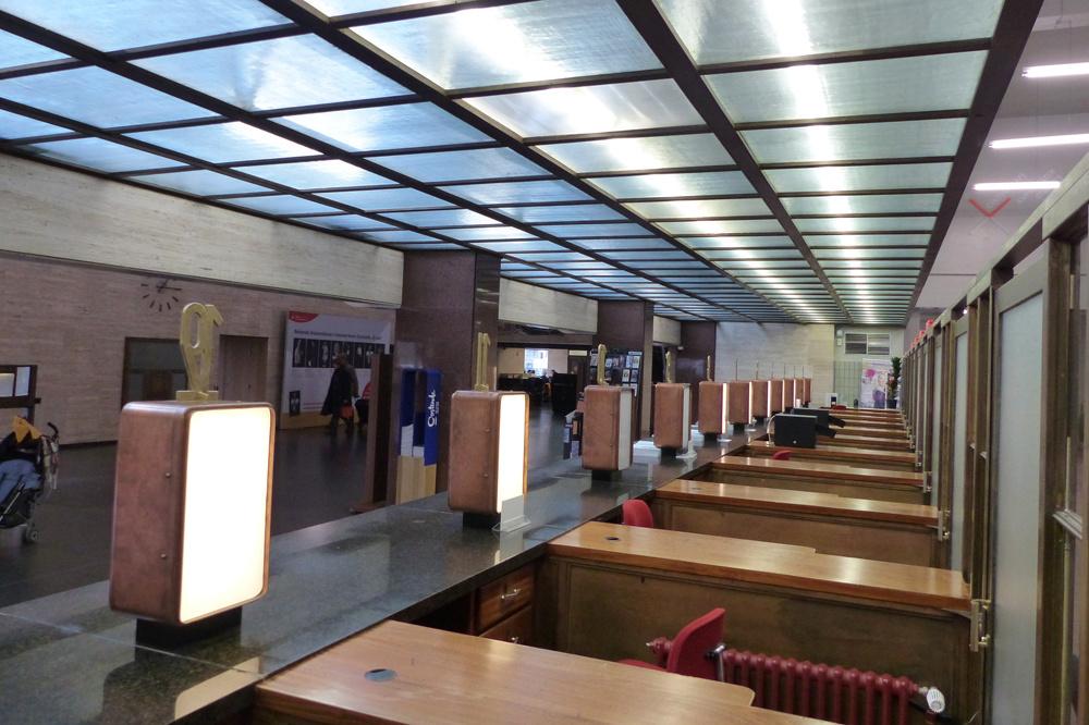 De Grote Post, Hendrik Serruyslaan 18 A, 8400 Ostende, www.degrotepost.be/plan_je_bezoek/CultuurCafe, AW