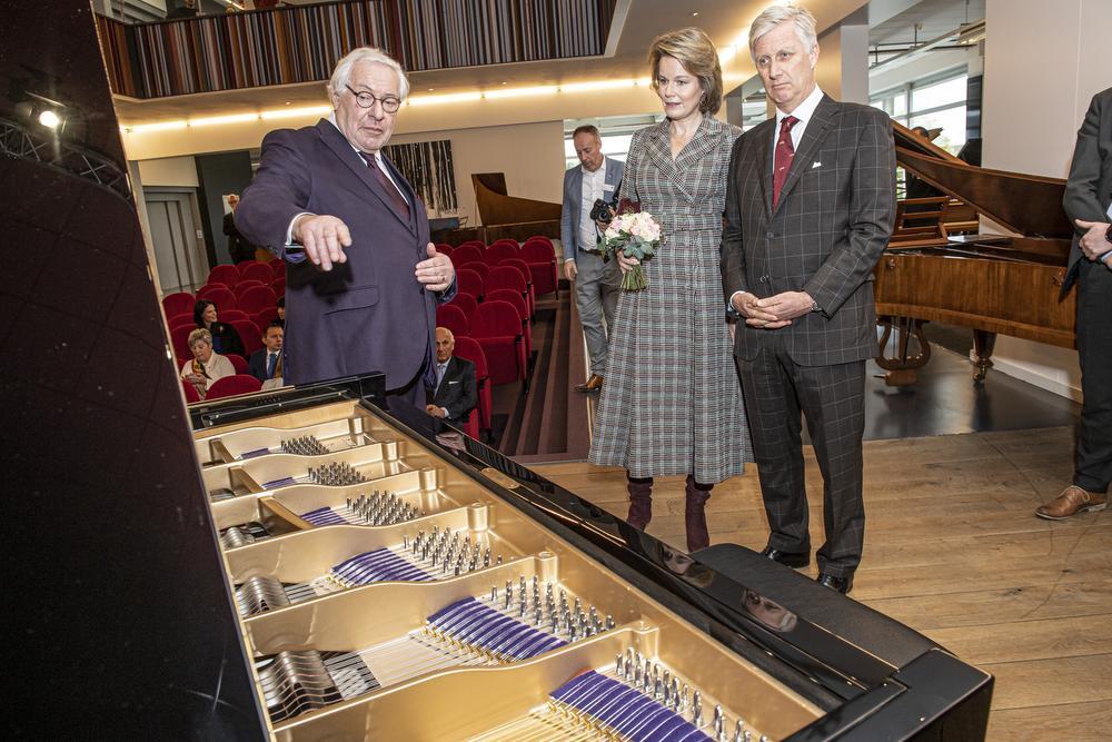 Chris Maene gaf koning Filip en koningin Mathilde een uitgebreide rondleiding bij Piano's Maene, Joke Couvreur