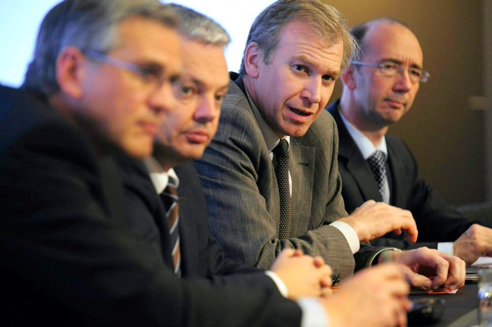 De toenmalige regering van Yves Leterme (tweede van rechts) nationaliseerde de Belgische bankpoot van Dexia., Belga