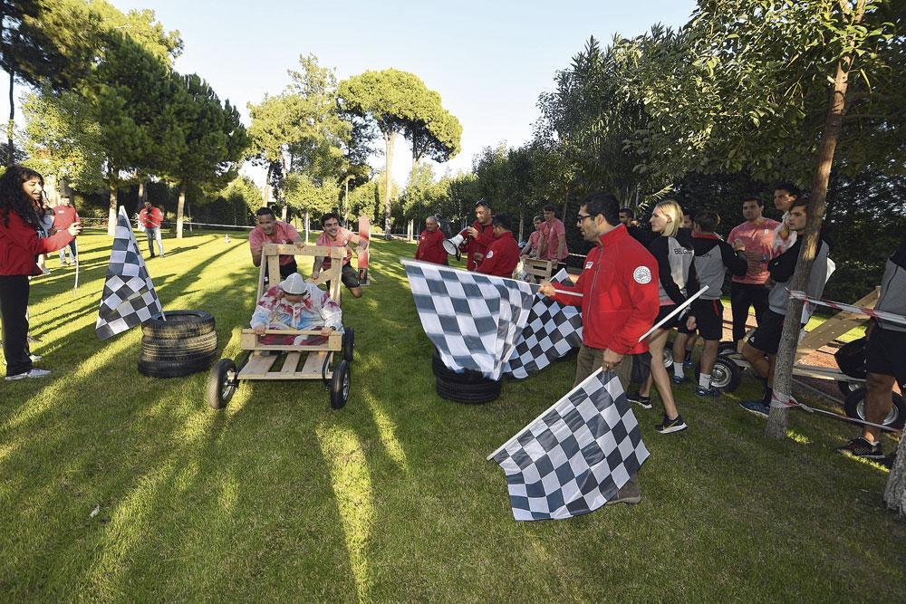 Activité team building : course de F1 en bois., BELGAIMAGE