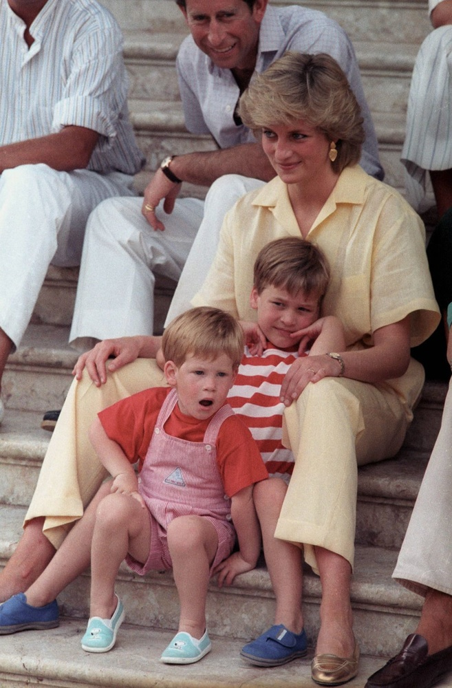 Aout 1987 à Palma, Lady Diana, et ses fils, Harry et William, Reuters