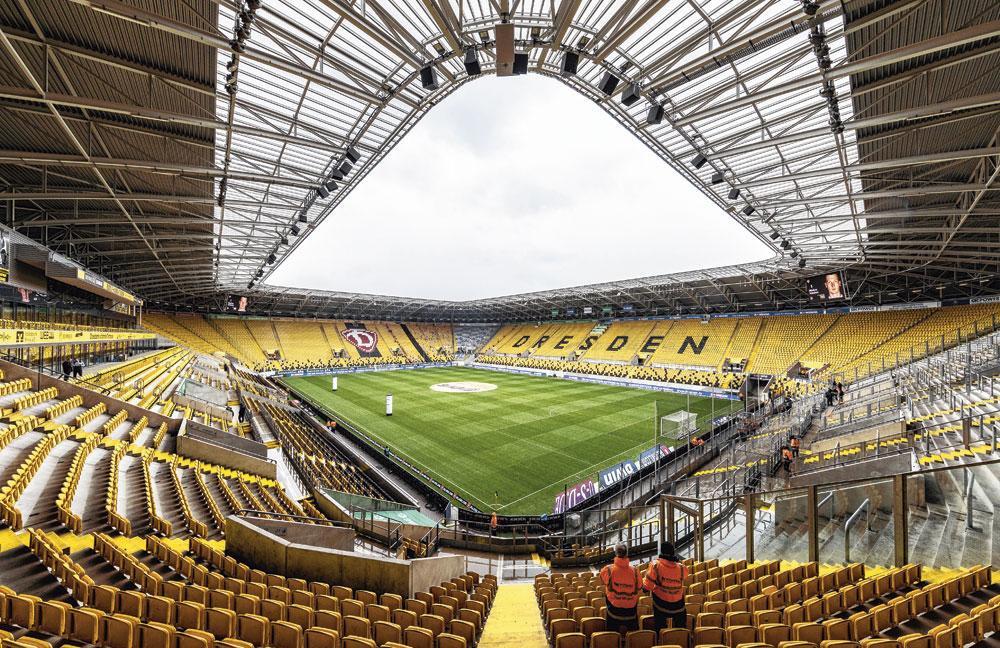 Le Dynamo Dresde  a un beau stade, certes, mais le foot qu'on y propose est calamiteux., belgaimage