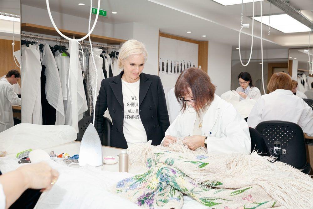 Maria Grazia Chiuri dans les ateliers Dior, THIBAULT MONTAMAT