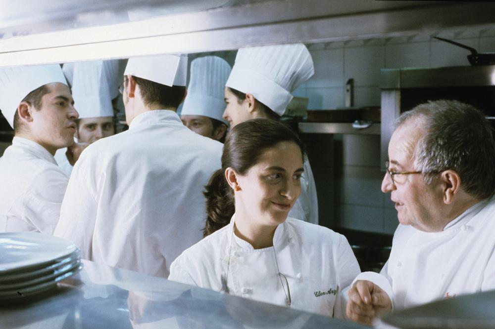 Elena Arzak en cuisine avec son père, Juan Mari, en 2004, Getty Images
