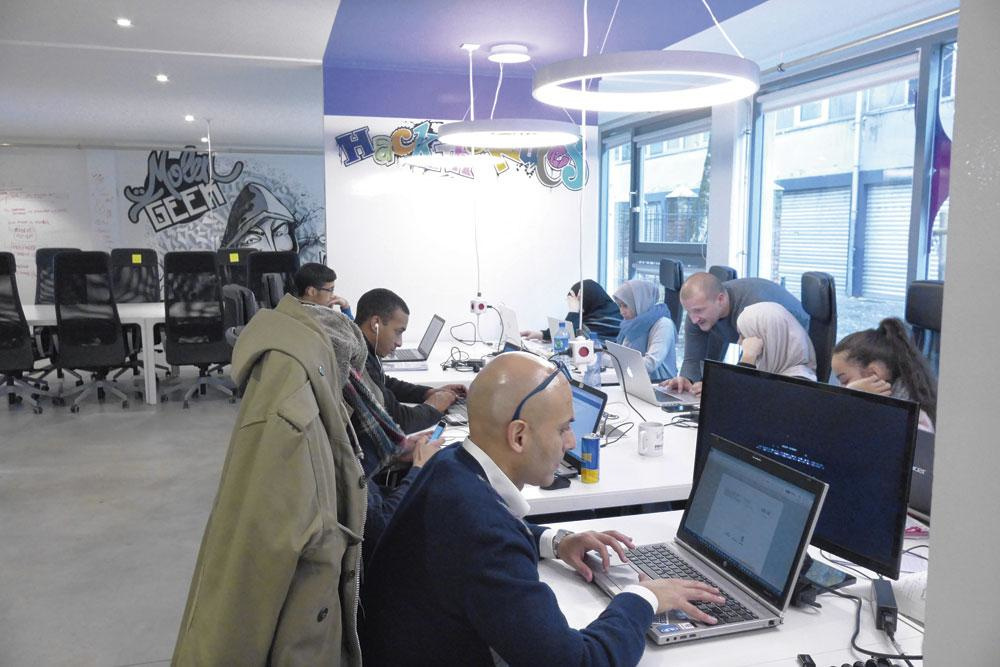 Stratégie des sociétés ? Puiser au plus tôt dans le vivier des nouvelles écoles pour futurs développeurs, telles Molengeek., BelgaImage