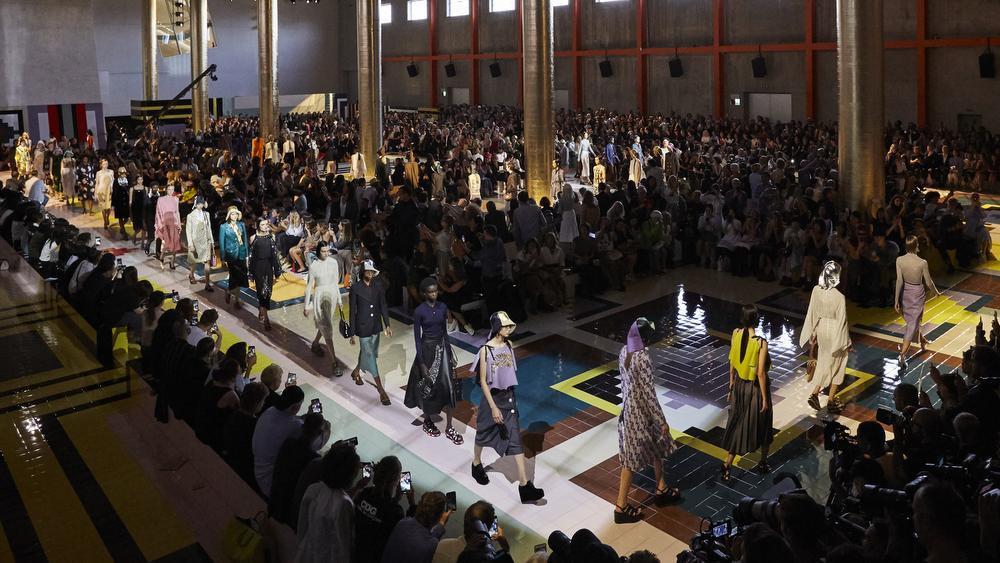 Het defilé voor de lente-zomercollectie van 2020 van Prada., GF / Design Museum / Agostino Osio