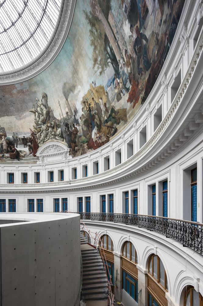 De centrale hal van de Bourse de Commerce in Parijs., GF / Patrick Tourneboeuf Tendance Floue voor de Collection Pinault, Parijs.