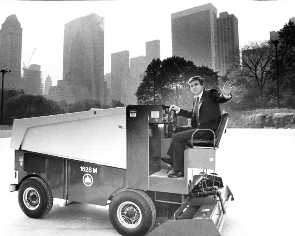 L'homme d'affaires américain Donald Trump a financé la réouverture de la patinoire Wollman à Central Park, New York, en 1986, Getty Images