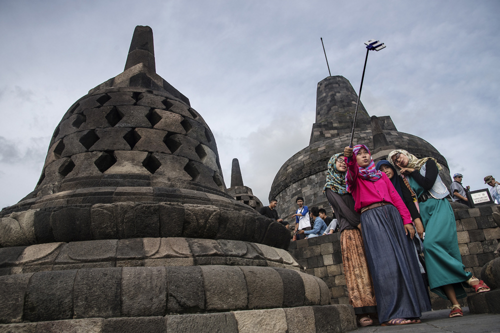 Touristes au temple de Borobudur , AFP