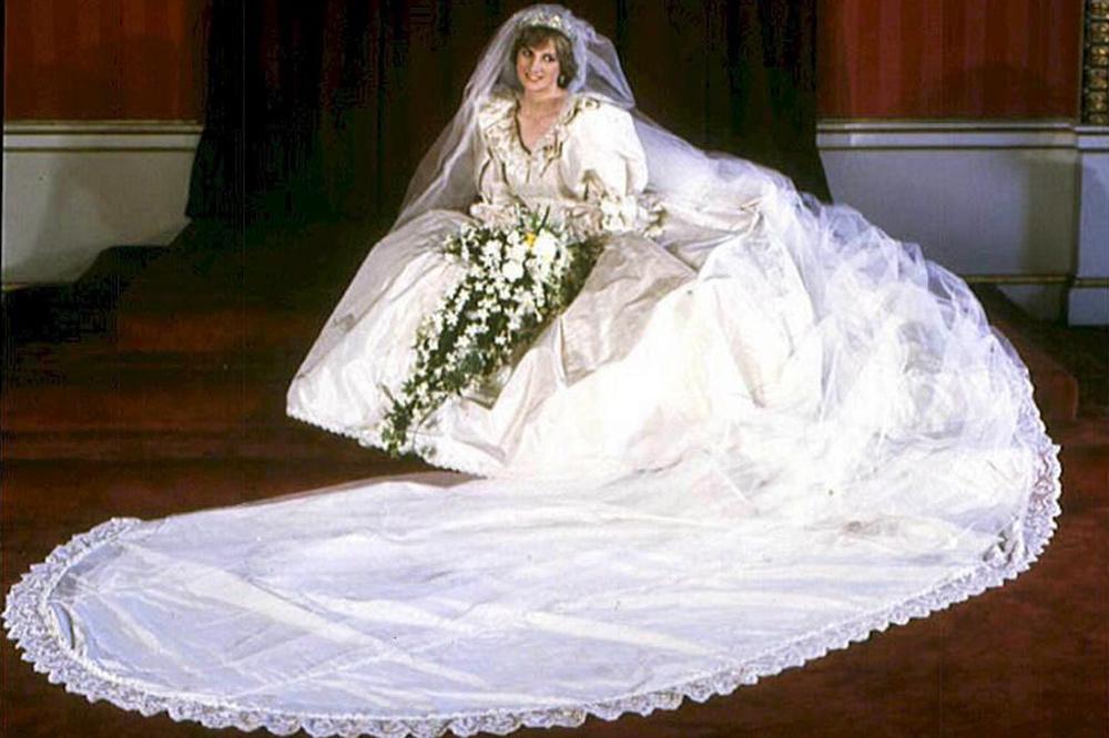 Lady Diana, vêtue de sa fameuse robe de mariée, Belga Images