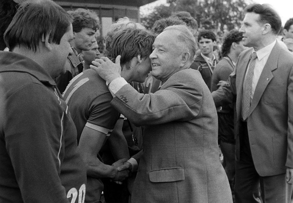 Sous la coupe d'Erich Mielke, patron de la Stasi,  le Dynamo Berlin  a conquis dix titres d'affilée. Après, rideau !, belgaimage