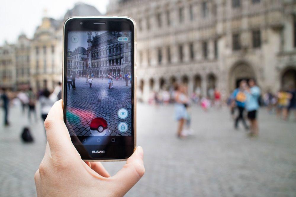 Le 1er avril 2014, Google s'associait avec The Pokemon Company pour proposer aux internautes de capturer des Pokemons via la cartographie Google. Deux ans plus tard, ce qui ne devait être qu'une blague s'est transformé en véritable raz-de-marée
