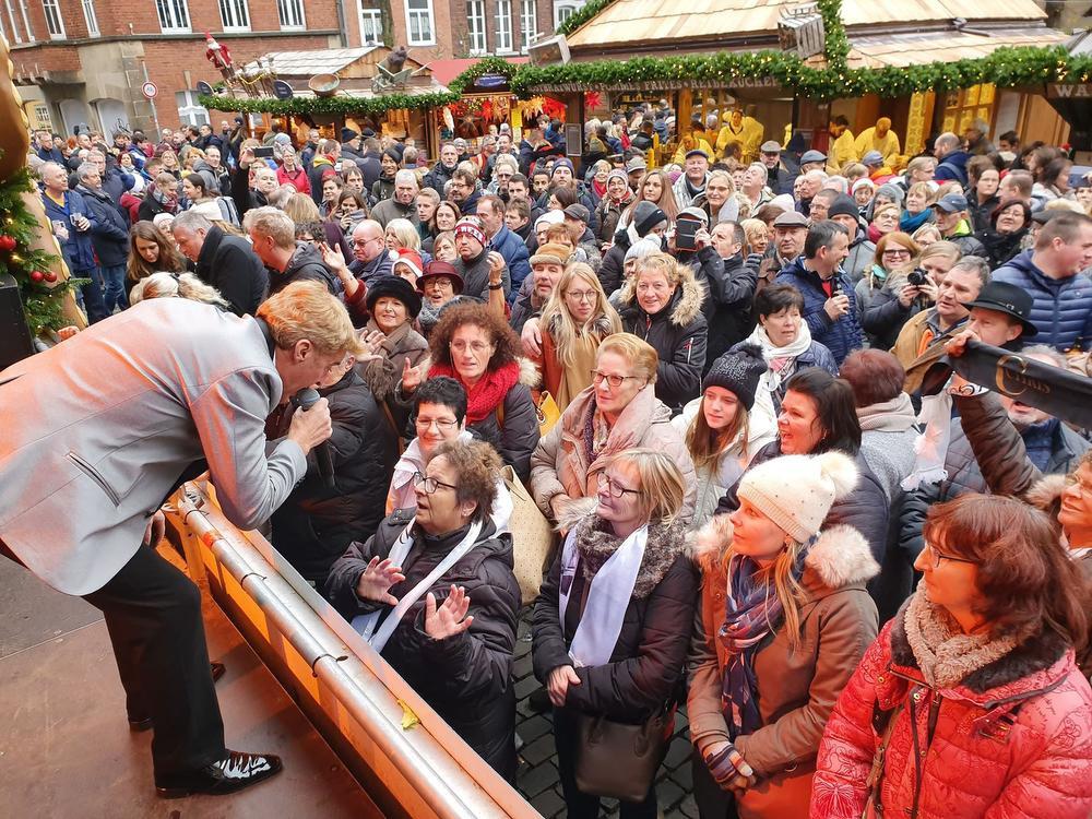 Chris op het podium in Aachen. En volk dat er was., GF
