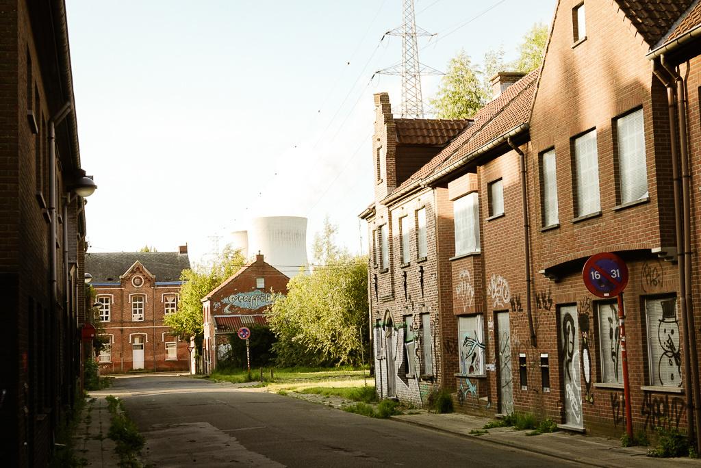 Sfeerbeeld van de verlaten straten in Doel, Mare Hotterbeekx