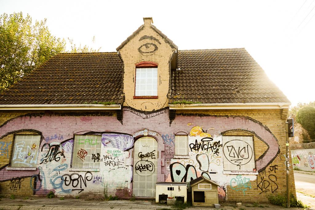 Niet alle graffiti is even artistiek in het dorp., Mare Hotterbeekx