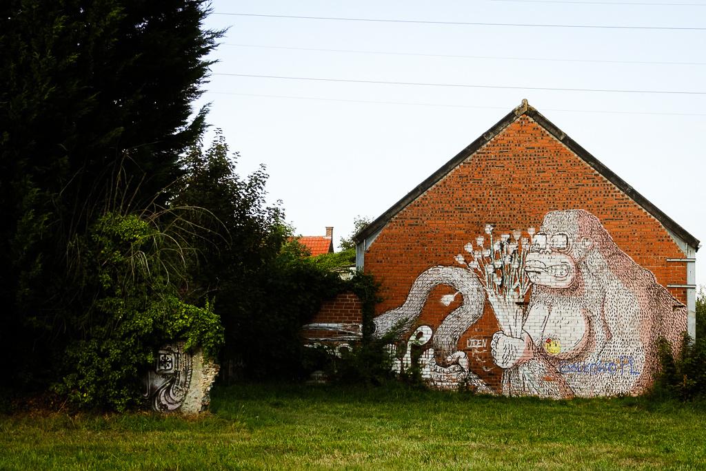 Een van de betere en slechts minimaal beschadigde graffitikunstwerken in Doel. Dit is een werk van ROA., Mare Hotterbeekx