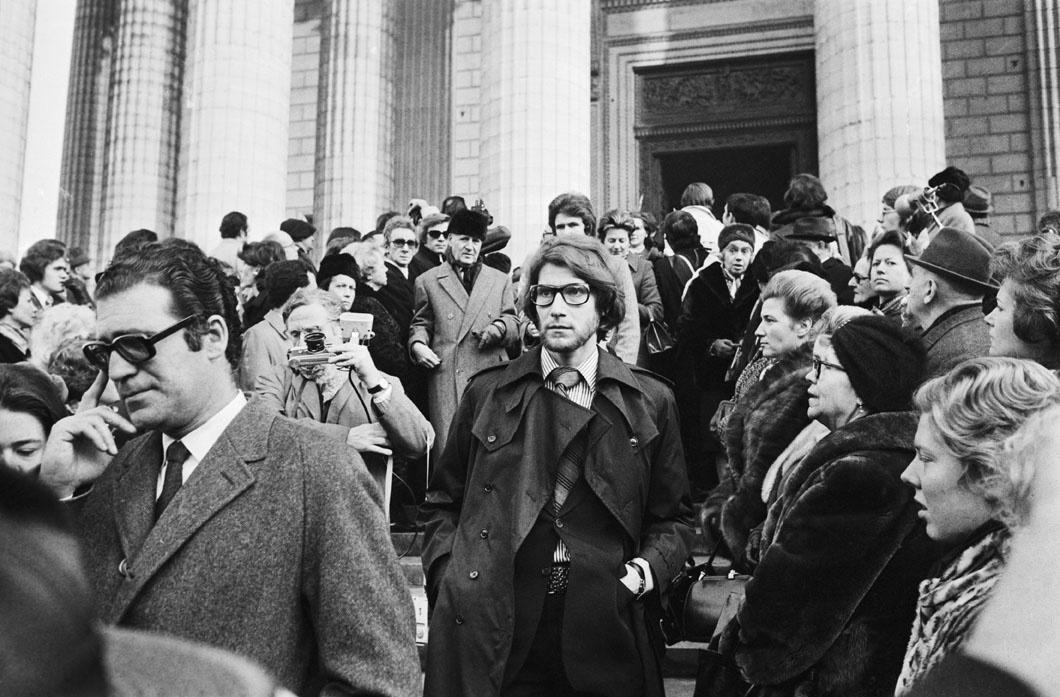 Obsèques de Coco Chanel à l'église de la Madeeine, le 13 janvier 1971. Au centre, Yves Saint Laurent., Getty Images