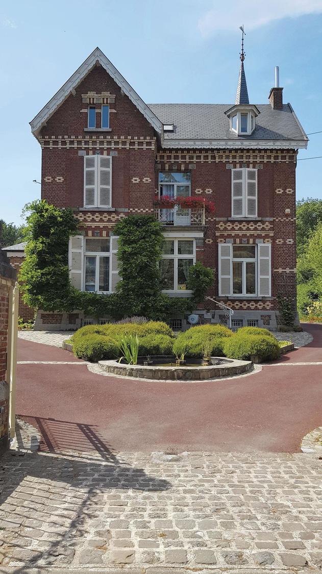 Des villas mosanes typiques, que l'on peut découvrir dans la rue des Villas comme en bord de fleuve., SDP / OTH / Christian Maes