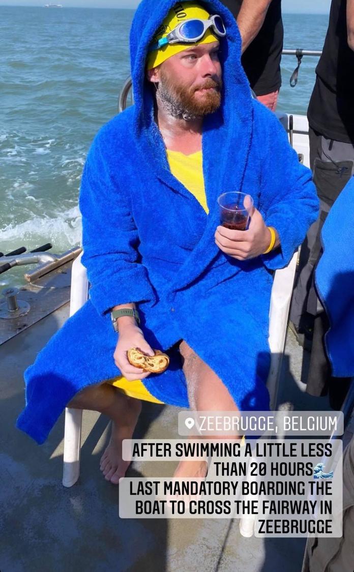 Even in de boot om de haven van Zeebrugge te ronden en dan doorzwemmen naar Knokke-Heist., Facebook/Matthieu Bonne