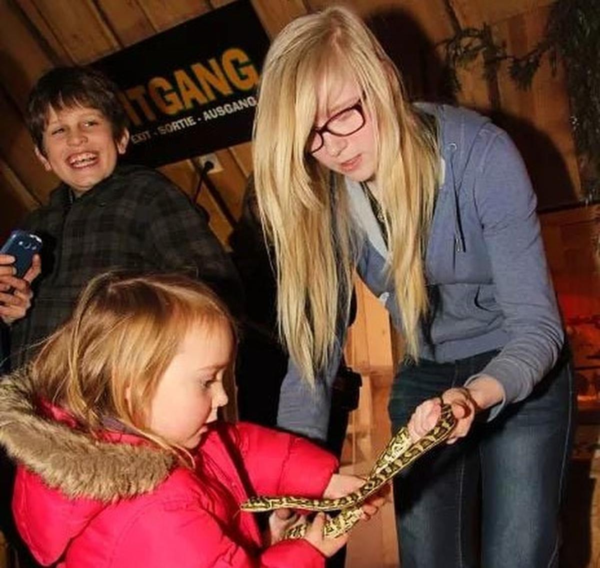 In de zoo komen dagelijks kinderen langs om te leren over slangen en andere koudbloedigen., AN