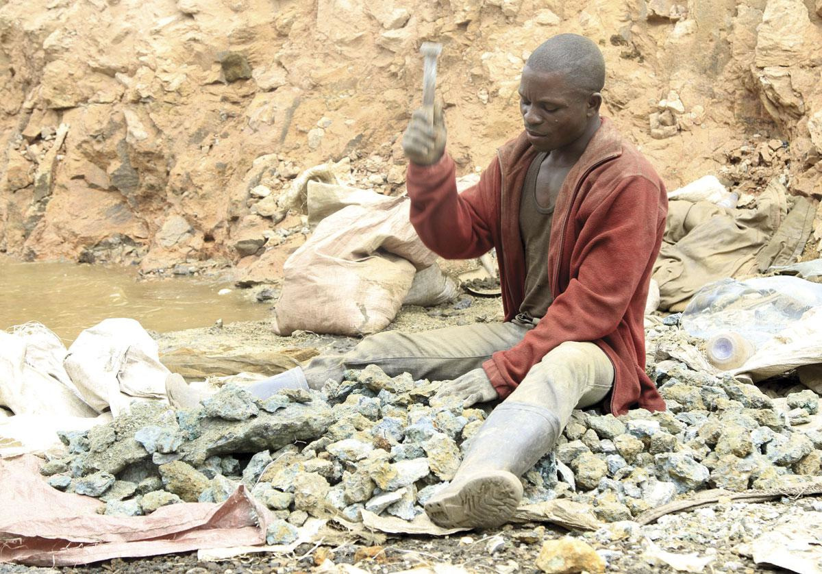Depuis plusieurs années, Amnesty International dénonce les conditions de travail désastreuses dans les mines artisanales de cobalt, comme ici en RDC., REUTERS