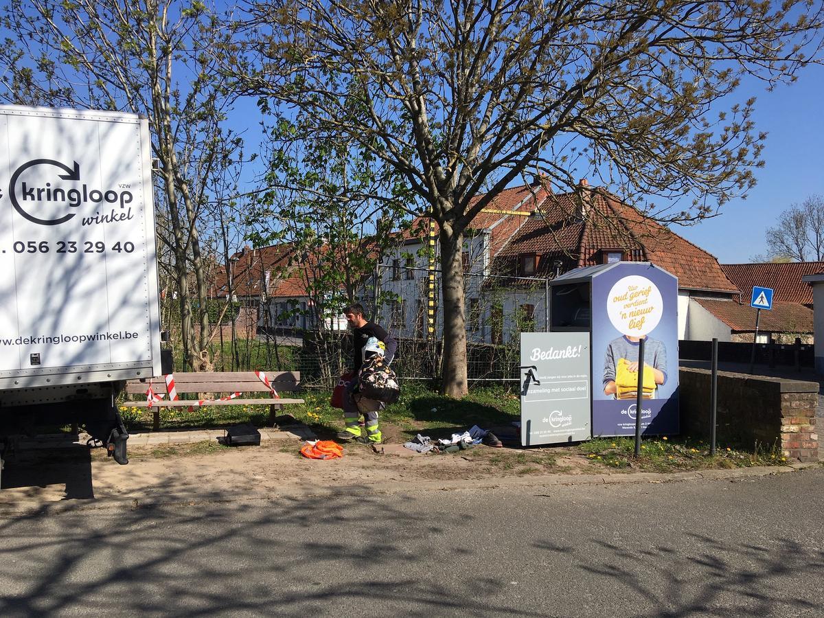 Vrijdagmorgen kwamen mensen van de Kringloopwinkels de container netjes leegmaken., Noël Maes