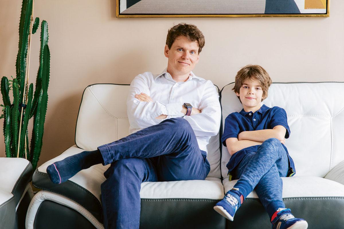 Juan a son fils Liam les trois quarts du temps à ses côtés., MAXENCE DEDRY