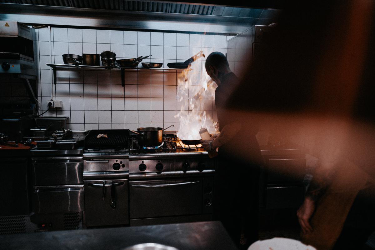 Après le train fantôme, place à la cuisine, Unsplash Lasse Bergqvist