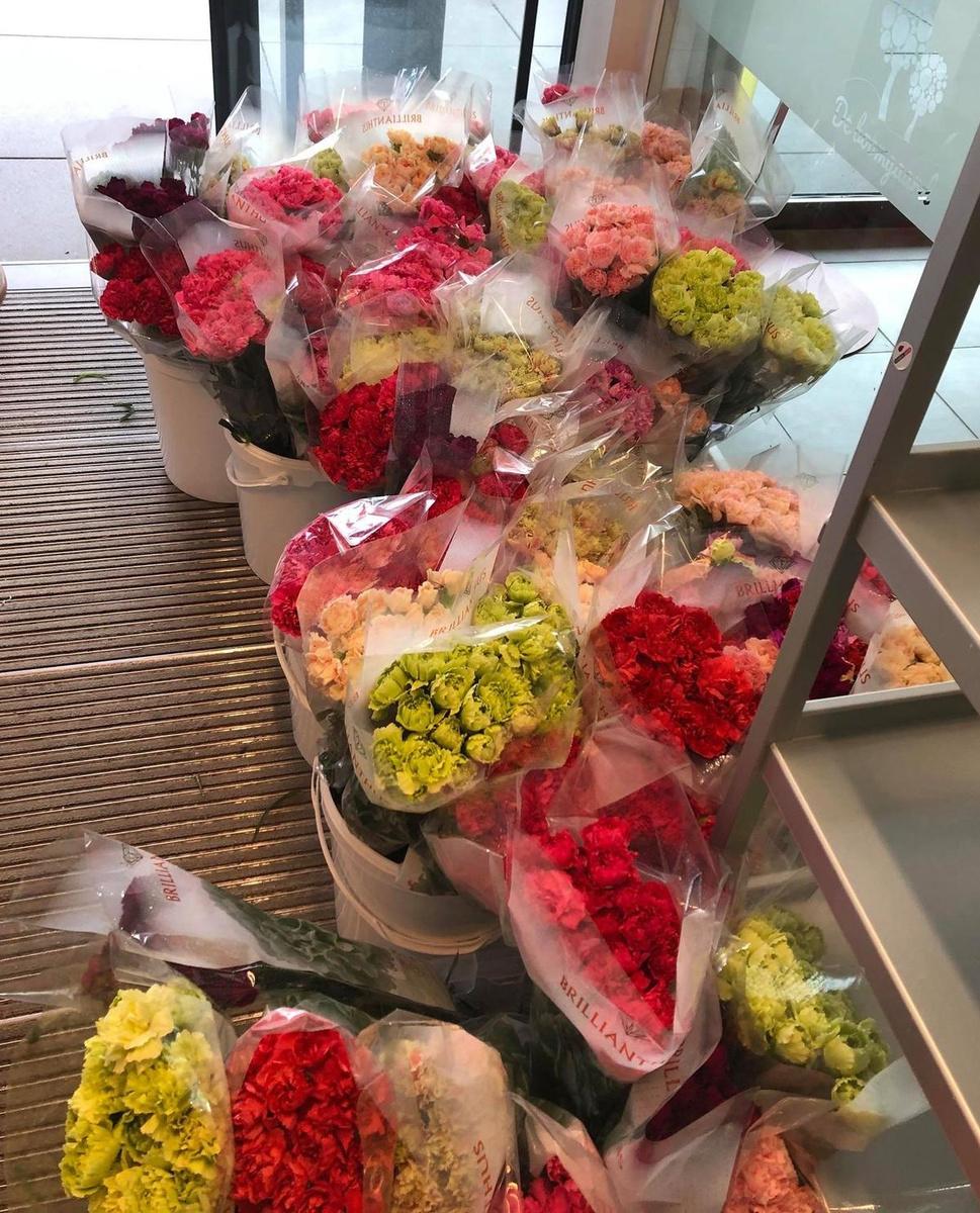 Een deel van het voer bloemen dat werd geleverd in het Langemarkse wzc De Boomgaard., RB