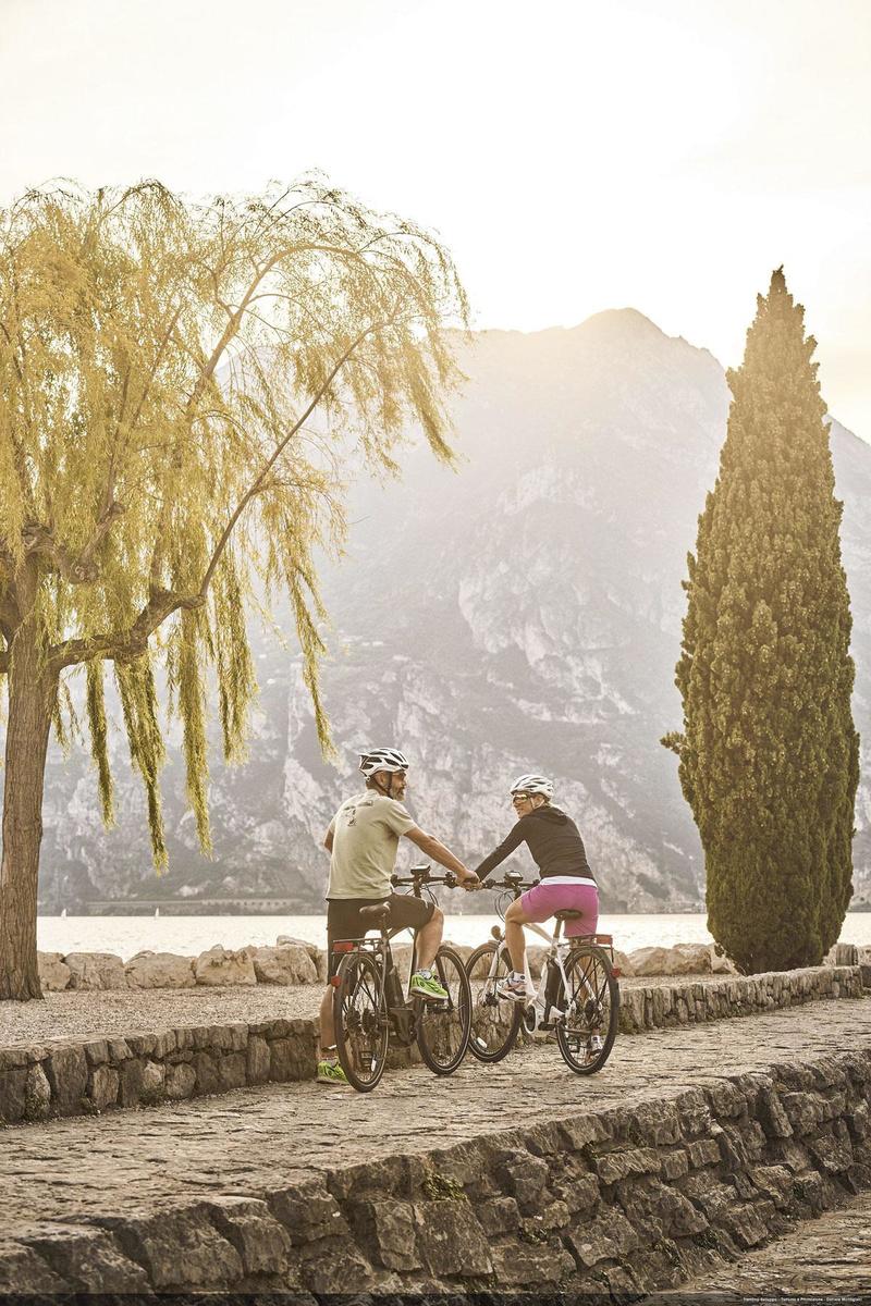 Le tour du lac de Garde: un tracé aussi neuf que superbe., Drone Win Air - Aurélie Stapf