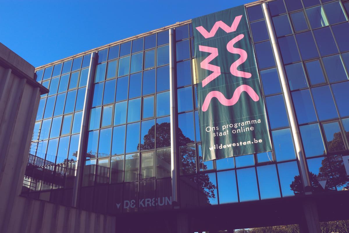 Wilde Westen in Kortrijk heeft zelfs besloten om alles te sluiten tot eind april., TV