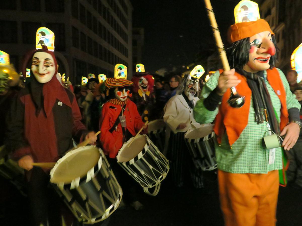 Les lanternes illuminent le centre de Bâle, Carnaval.com Studios (CC BY 2.0)