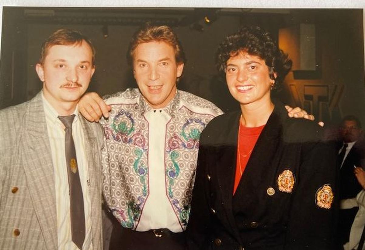 Een foto uit de jaren negentig. Een persmoment in Brussel, samen met vriendin Ann Vandeweghe., Archief PADI