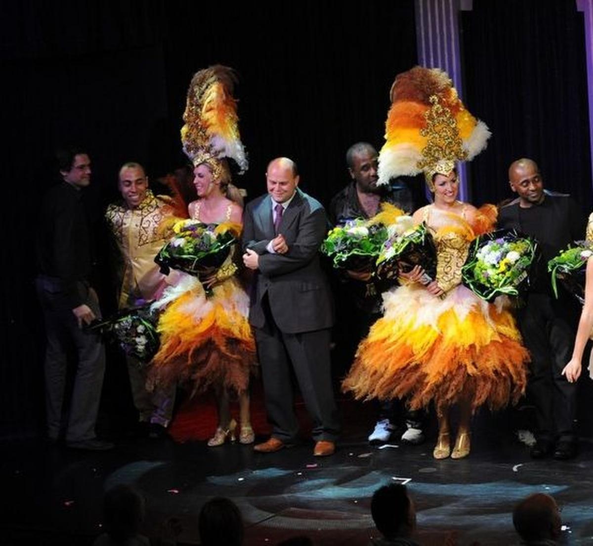 Ben Van den Keybus tussen The Gibson Brothers tijdens de show in 2011., Wim Dezutter