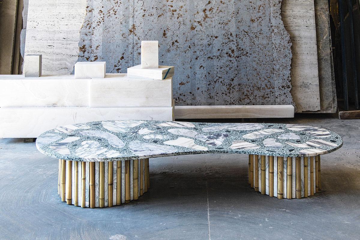 Une table en terrazzo, avec incrustations en marbre et bases en marbre et bambou (2019)., SDP / MARGAUX NIETO