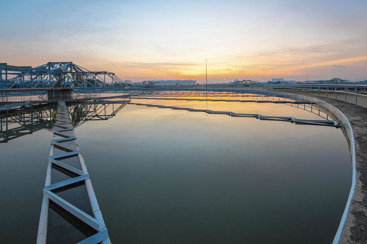 Drinkwaterbedrijven die oppervlaktewater gebruiken als bron controleren regelmatig op meer dan 100 stoffen. Als nieuwe chemische producten op de markt komen, wordt extra gescreend of die teruggevonden worden., GETTY