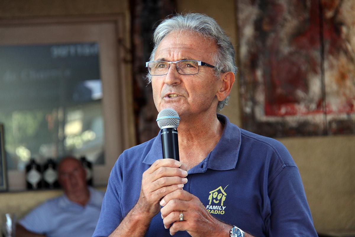 Stefaan is een grote hulp bij FamilyRadio., PADI/Daniël