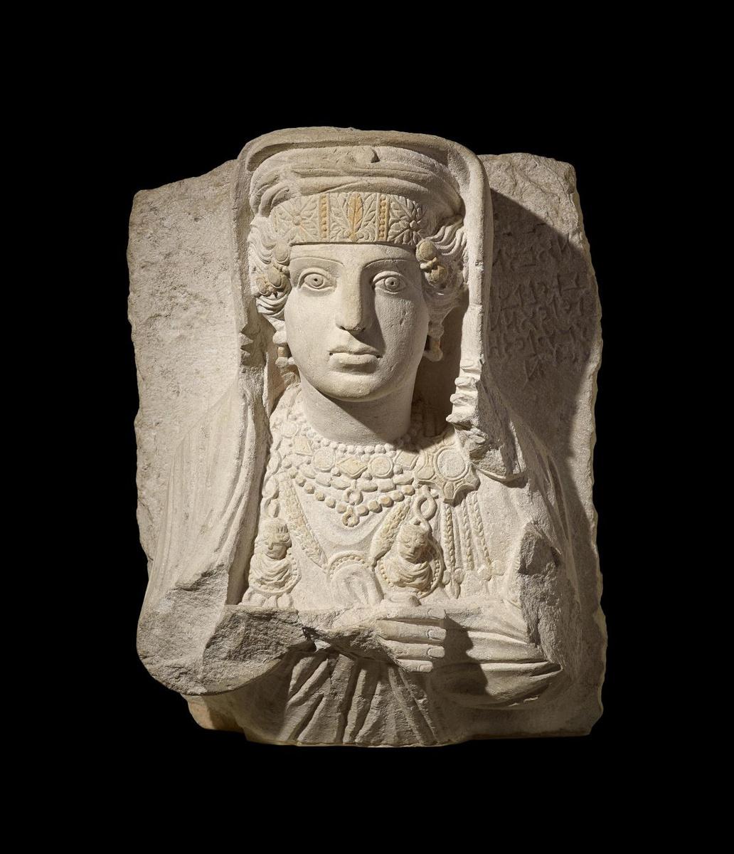 Grafreliëf met buste van een vrouw, 200-273 n. Chr., The Trustees of the British Museum