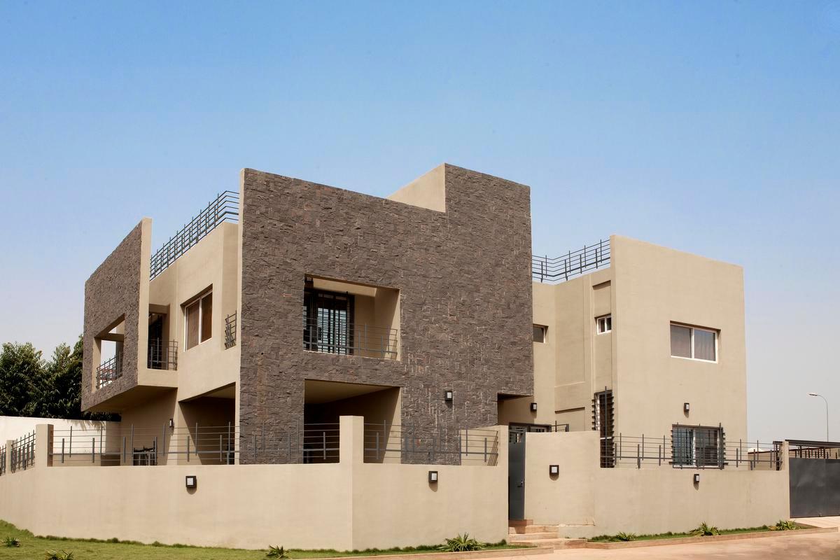 Mariam Sy mélange méthode de constructions traditionnelles et lignes contemporaines, comme pour cette résidence., Architerre