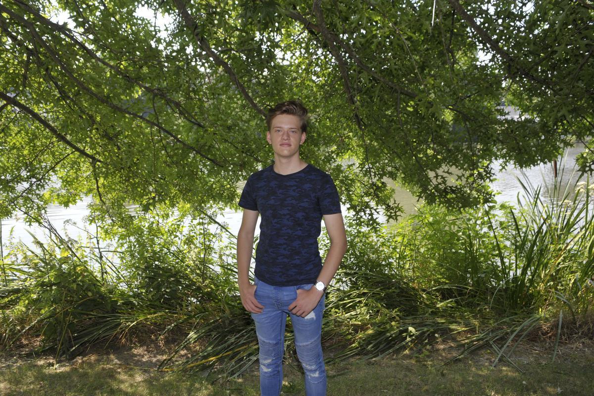 """""""Ik moet nog een beetje uitzieken, maar ik wil ook nog wat genieten van vakantie"""", bekent de Vlaamse Top 10-zanger Jérémie Vrielynck., PADI"""