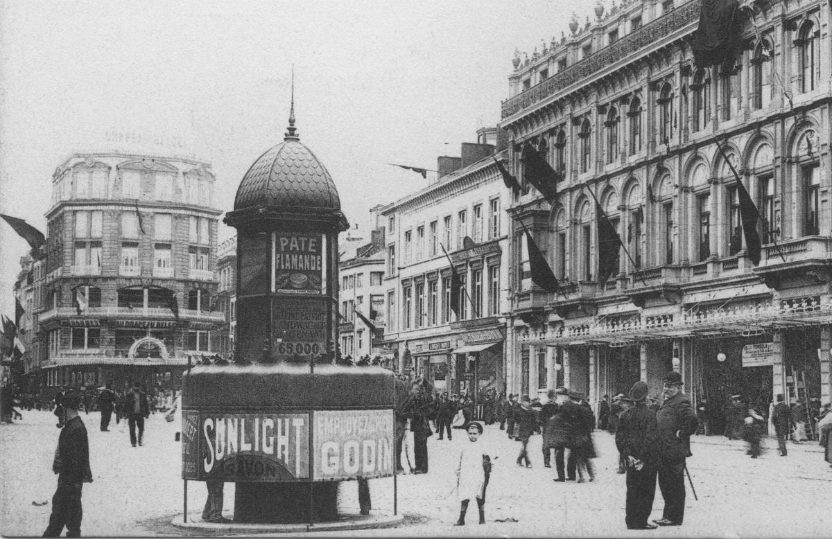 Een vespasienne op de Place Saint-Lambert in Luik omstreeks 1907., GF / Collection Marc Martin