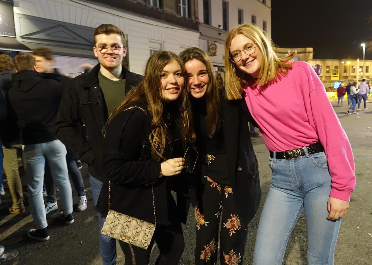Ook studenten Glenn, Ina, Kaat en Amber zakten af naar hun favoriete uitgaansbuurt., AN