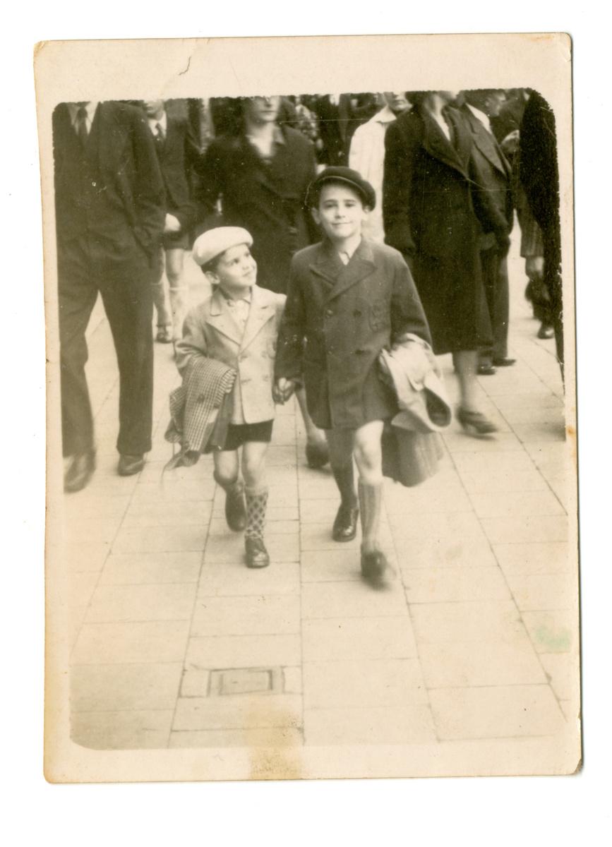 Broertjes Marcel en Sylvain Ehrenfeld, ca. 1940, beiden gedeporteerd met transport XXIIB en vermoord in Auschwitz., Kazerne Dossin