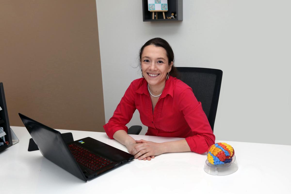 Psychiater Tine Sabbe in haar thuispraktijk in Torhout., JS