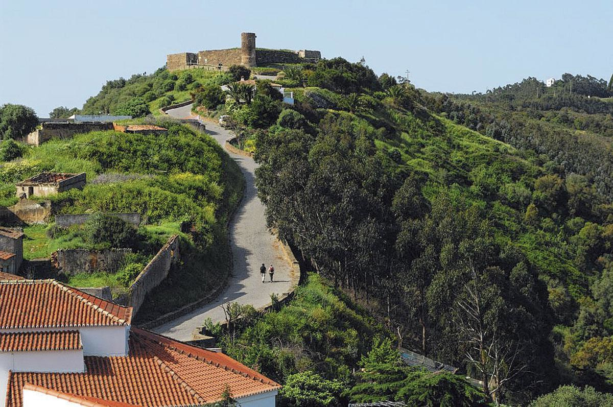 La côte Atlantique portugaise, hors des sentiers battus pour un décor à la fois rural et médiéval., SDP